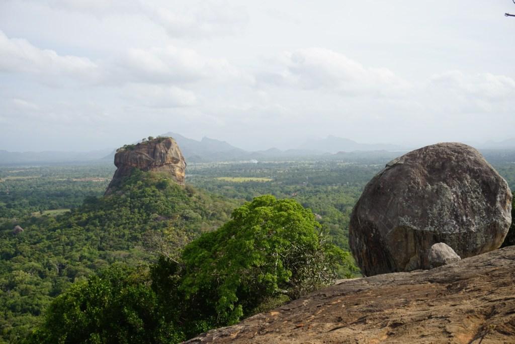 スリランカ旅の新定番!ピドゥランガラロックからシギリヤを見下ろす